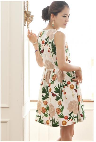 Váy sắc hoa cùng bạn xuống phố mùa hè