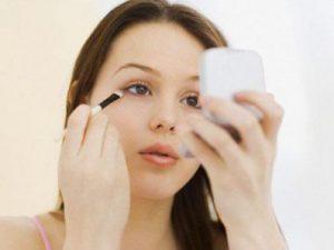 Làn da nhạy cảm nên trang điểm thế nào?
