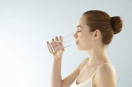 Uống nhiều nước chống lão hóa da