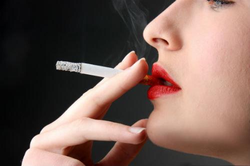 Hút thuốc gây hại cho da