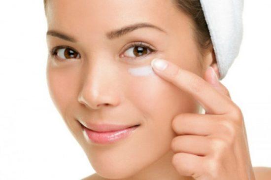 Trang điểm giúp bạn che quầng thâm mắt