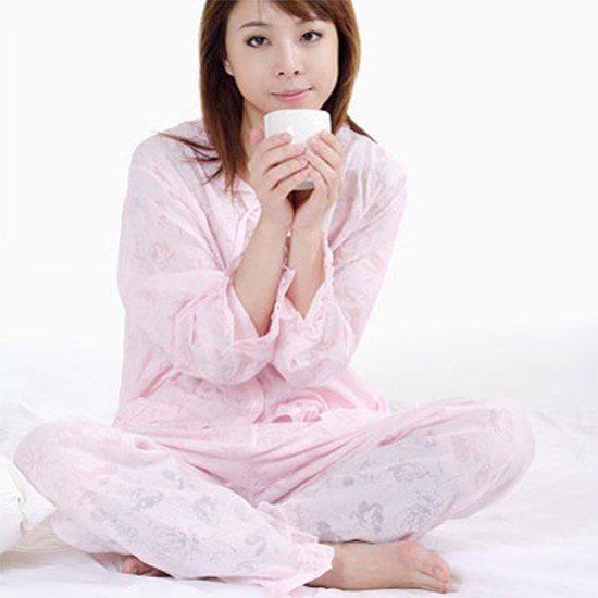 Uống một ly nước ấm 30 phút trước khi đi ngủ