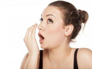 Khi hơi thở có mùi bạn phải làm gì để cải thiện?