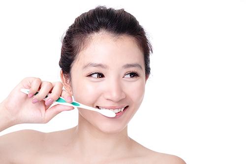 Kem đánh răng có chứa tinh thể muối làm trắng răng