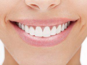 Làm trắng răng tại nhà với nguyên liệu tự nhiên