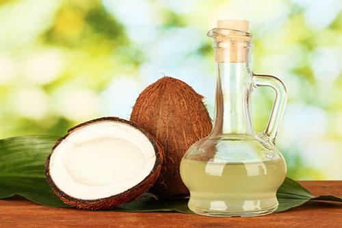 Trị gàu và rụng tóc bằng tinh dầu dừa