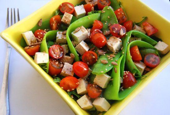 Salad đậu trắng và cà chua