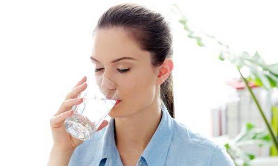 Ngăn ngừa sỏi thận từ việc uống đủ nước mỗi ngày