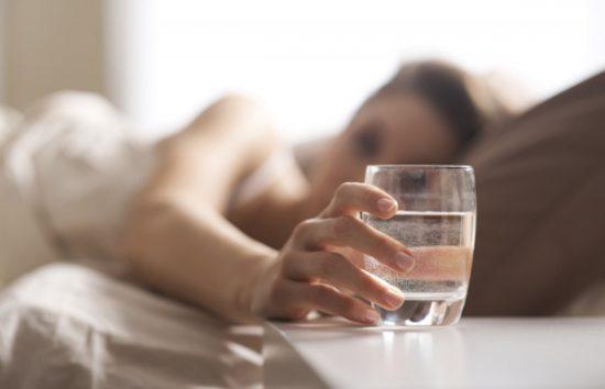 Uống nước ấm vào mỗi buổi sáng